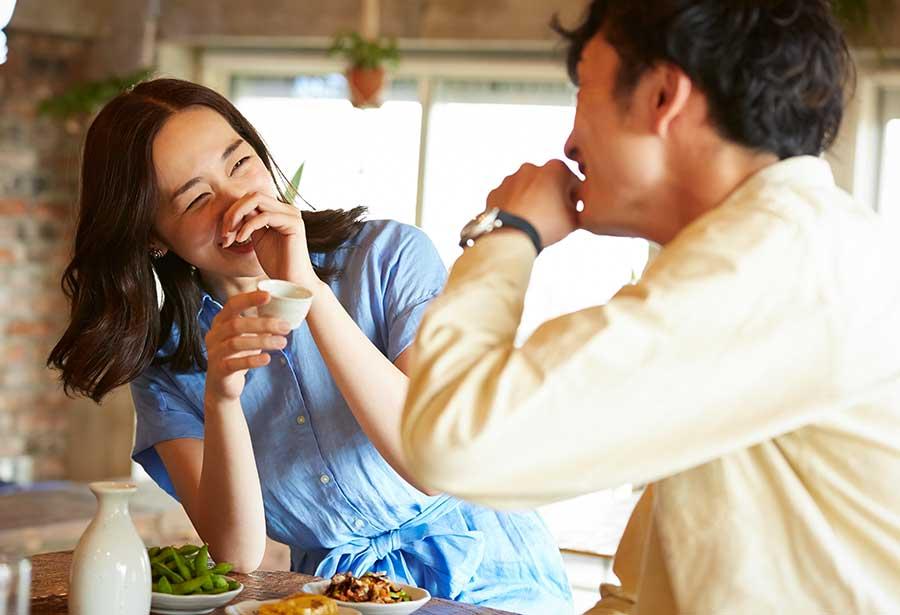 オンライン婚活パーティー_お酒好きカップル