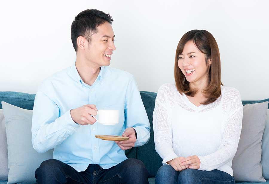 オンライン婚活パーティー_お茶するカップル